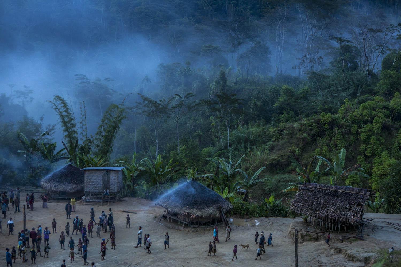 PNG08_0608_2723In einem entlegenen Dorf im Hochland beschützen die Toten die knapp dreihundert Einwohner, Papua Neuguinea.In a remote village in Papua New Guinea, the death protect the 300 inhabitants, Papua New Guinea.
