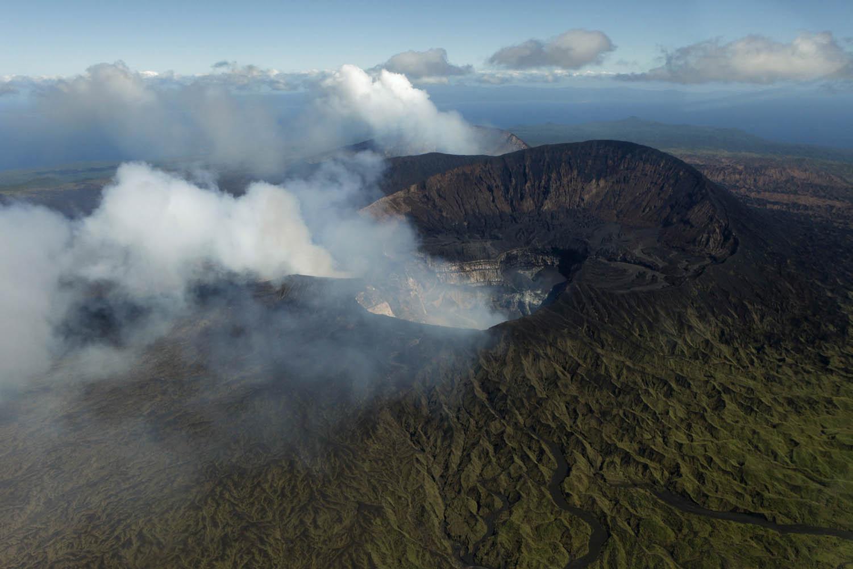 VANU09_0525_06800Die Vulkane Marum, Niritatem Mbelesu und Benbow auf Ambrym, Vanuatu.The volcanoes Marum, Niritatem Mbelesu and Benbow on Ambrym, Vanuatu.
