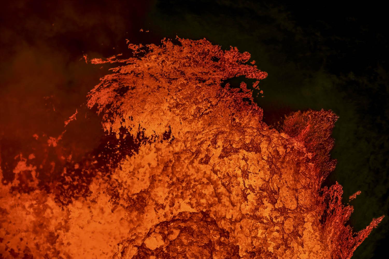 160525_03340Drache aus Lava, Benbow Vulkan, Ambrym, Vanuatu.Lava dragon, Benbow Volcano, Ambrym, Vanuatu