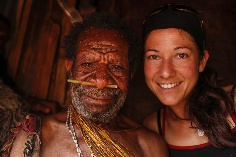 GEO09_1119_1891Gemtasu und seine Adoptivtochter Ulla Lohmann in 2009, Papua Neuguinea.Gemtasu and his adopted daughter Ulla Lohmann in 2009, Papua New Guinea.