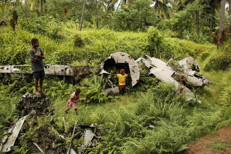 140720_5795Flugzeugwrack eines japanischen Bombers in Rabaul, Papua- Neuguinea.Wreck of a Japanese bomber in Rabaul, Papua New Guinea.