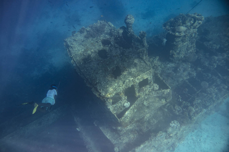"160716_4864Schiffswrack in 10 Meter Tiefe vor der Insel ""Pidgin"" , Papua- Neuguinea. Shipwreck in 10 meter depth in front of Pidgin Island, Papua New Guinea."