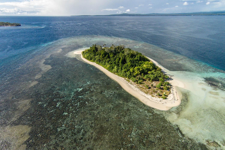 """150718_Drohne_0073Insel """"Pidgin"""" vor den Toren Rabauls, Papua- Neuguinea.Pidgin Island near Rabaul, Papua New Guinea."""