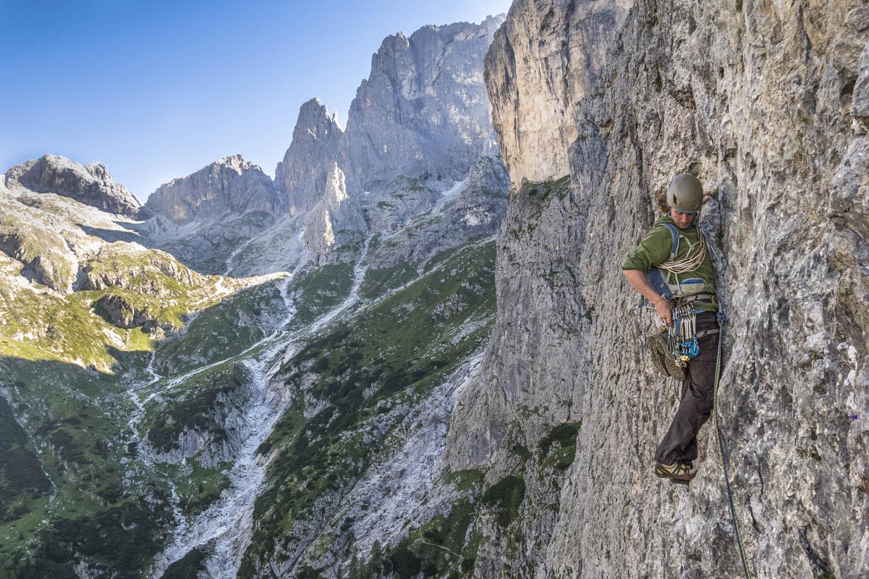 "130817_0072Sebastian Hofmann in ""Corradini Frisch"", 725 m auf den Gipfel der Pala del Refugio, Pala, Dolomiten, Italien. Sebastian Hofmann climbs the 725 meter long route ""Corradini Frisch"" to the summit of Pala del Refugio in the Pala group, Dolomi"