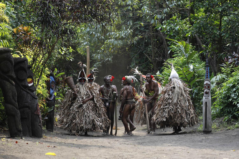 "160602_13527Traditioneller ""Rom"" Tanz in einer rituellen Nassara, Ambrym, Vanuatu.Traditional ""Rom Dance"" inside a sacred Nassara, Ambrym Island, Vanuatu."