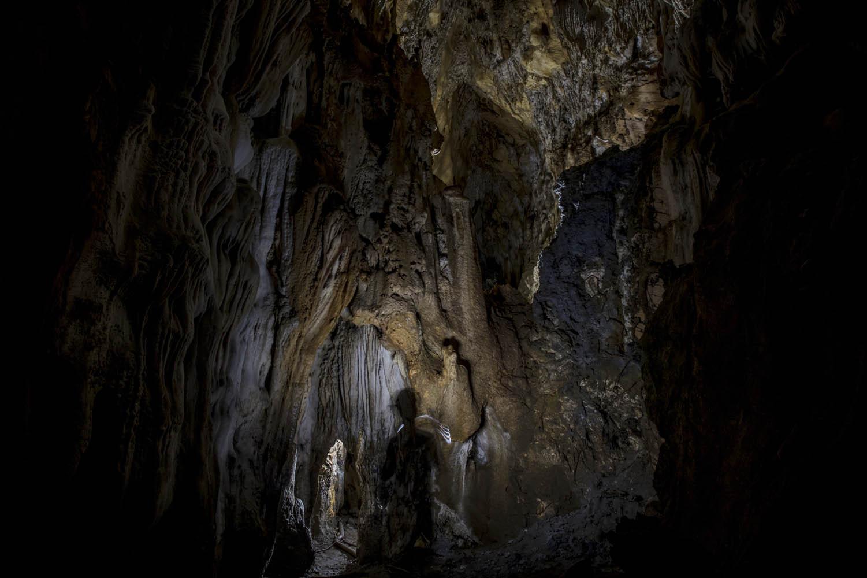 161124_1987Wissenschaftlich unerforschte Tropfsteinhöhle in Morobe Provinz, Papua- Neuguinea.Scientifically unknown Stalactite Cave in Morobe Province, Papua New Guinea.