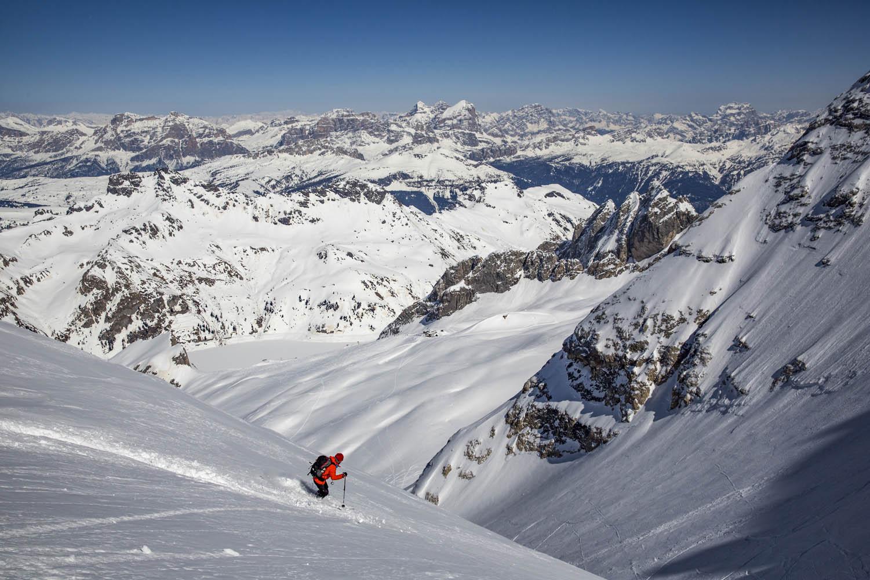 140329_27021300 Meter Abfahrt durch frischen Pulverschnee von der Punta Penia, Marmolata, teils 45 Grad steil, Dolomiten, Italien.1300 Meter; partially 45 degree powder descent of the Punta Penia, Marmolada, Dolomites, Italy.