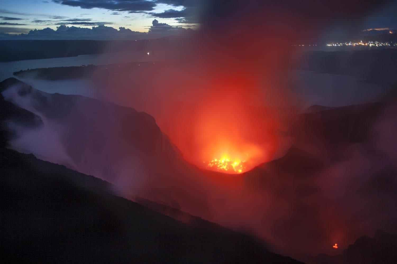 PNG08_0702_0198 Kurz vor einem Ausbruch des Tavurvur Vulkan, Papua Neuguinea. Shortly before an eruption of the Tavurvur Volcano, Papua New Guinea.